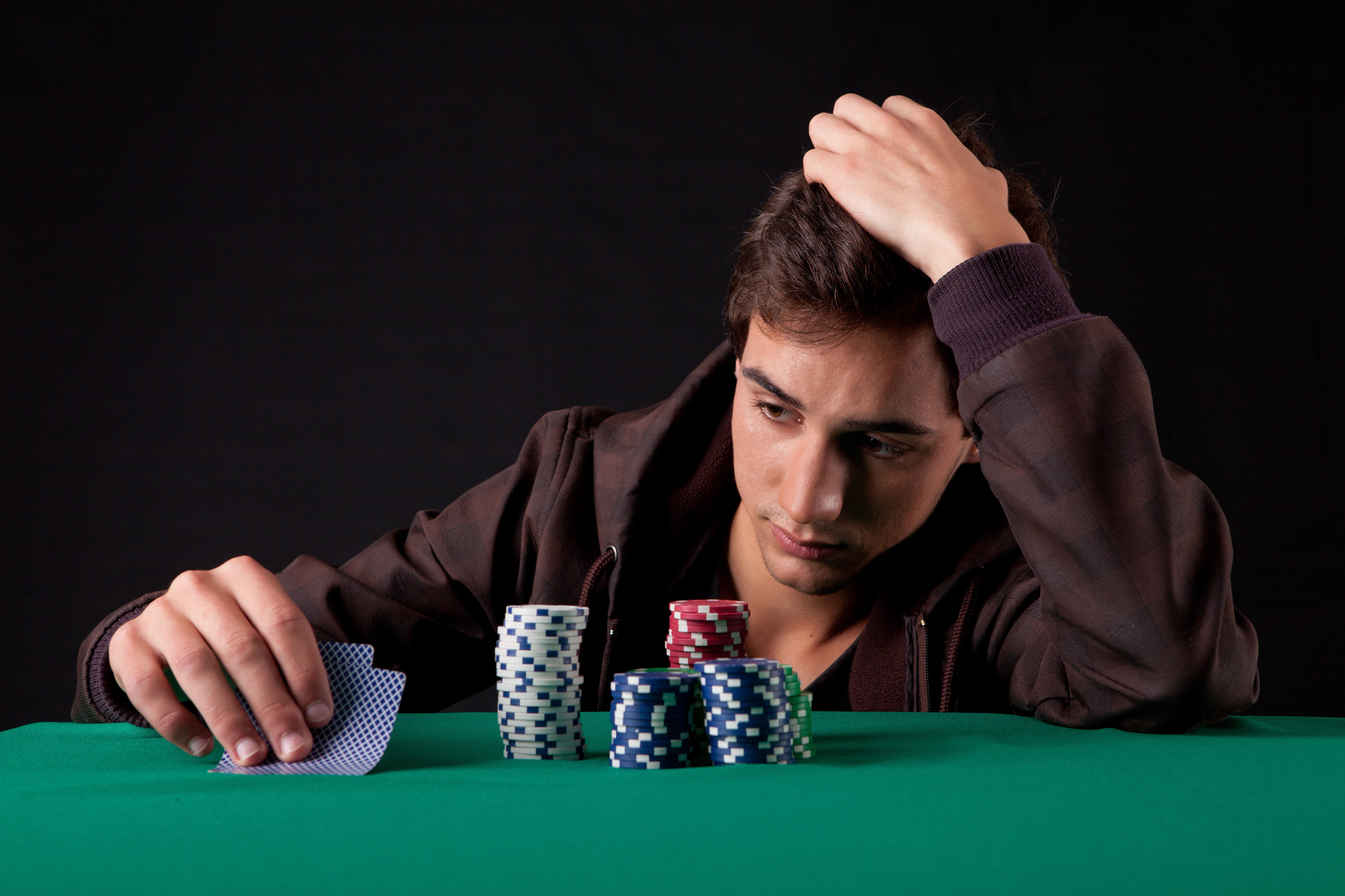 muzh-igraet-v-kazino-chto-delat